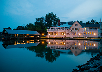 Oaks Waterfront Inn