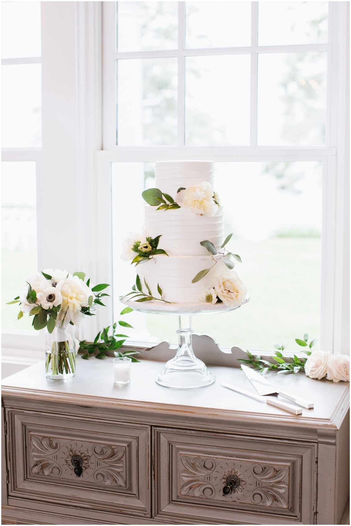 Honey Hive Bakery wedding cake | White icing and natural florals | My Eastern Shore Wedding