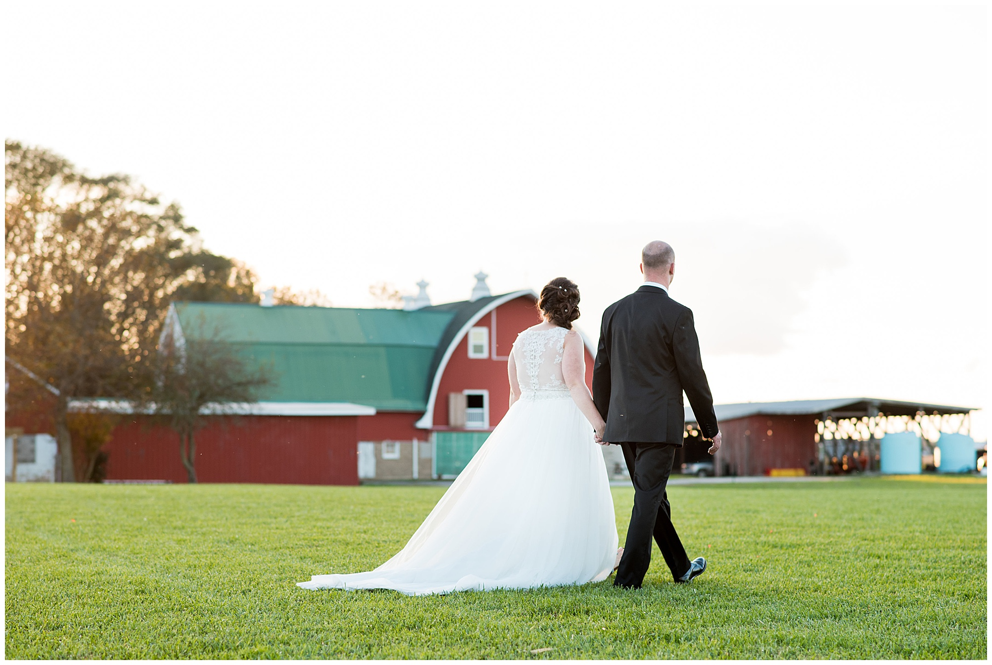 wedding photos at covered bridge inn bed and breakfast farm in lewes delaware. historic wedding barn venue on the eastern shore. fall wedding in november with rustic decor theme.