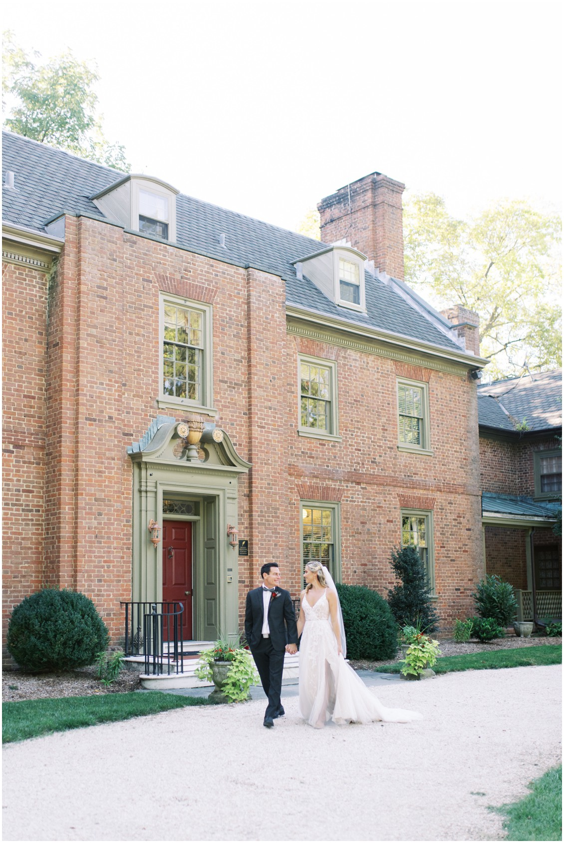 Bride and groom in front of grand and gorgeous manor house | My Eastern Shore Wedding | Hannah Belle Events | Eastern Shore Tents and Events