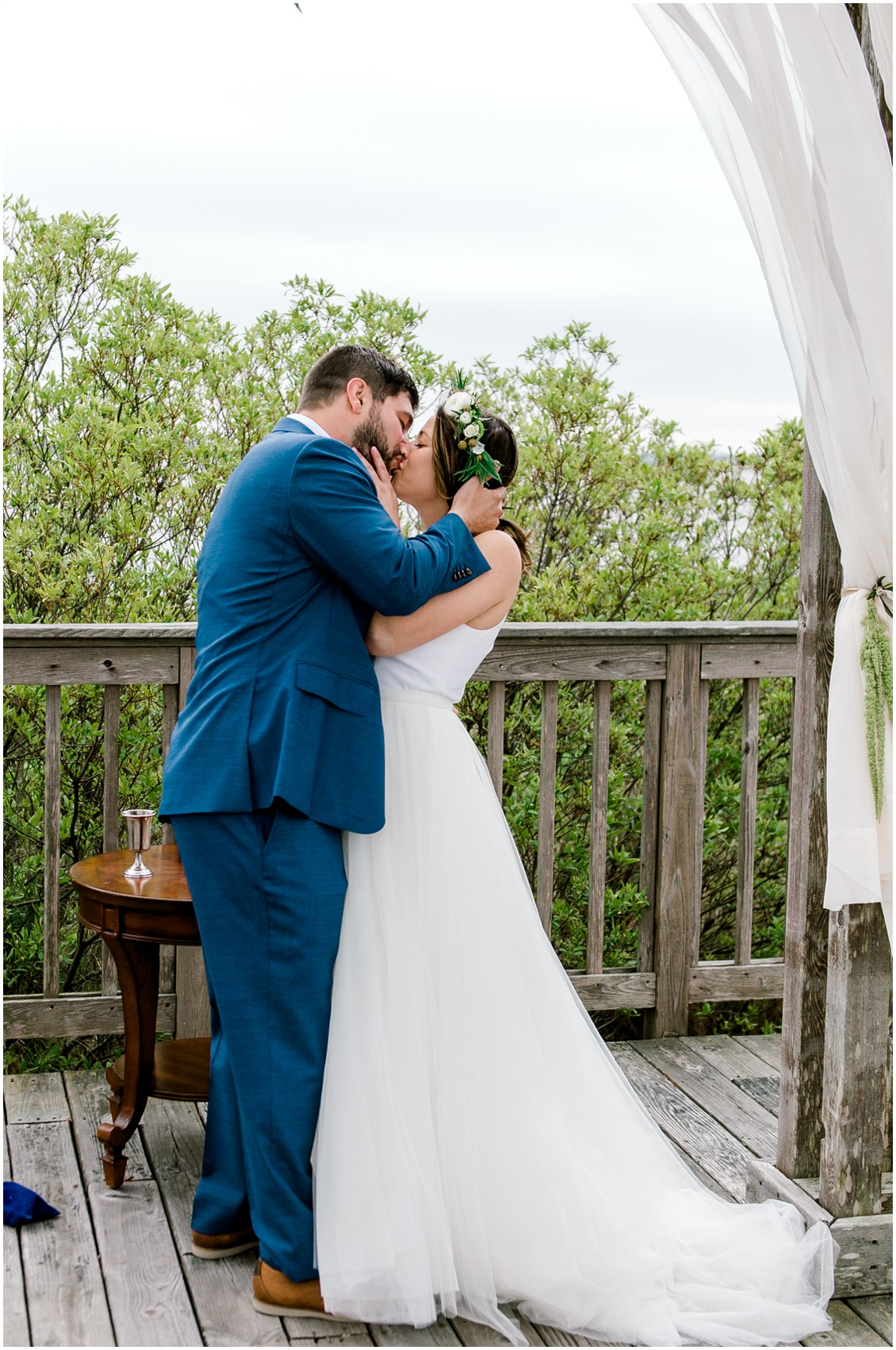 First kiss naturally beautiful wedding | My Eastern Shore Wedding | Erin Wheeler Photography | Bayside Resort Golf Club